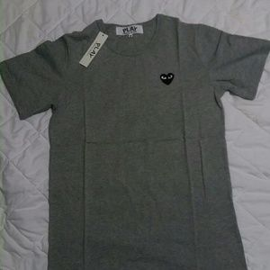 Comme des garcons gray and black tee.
